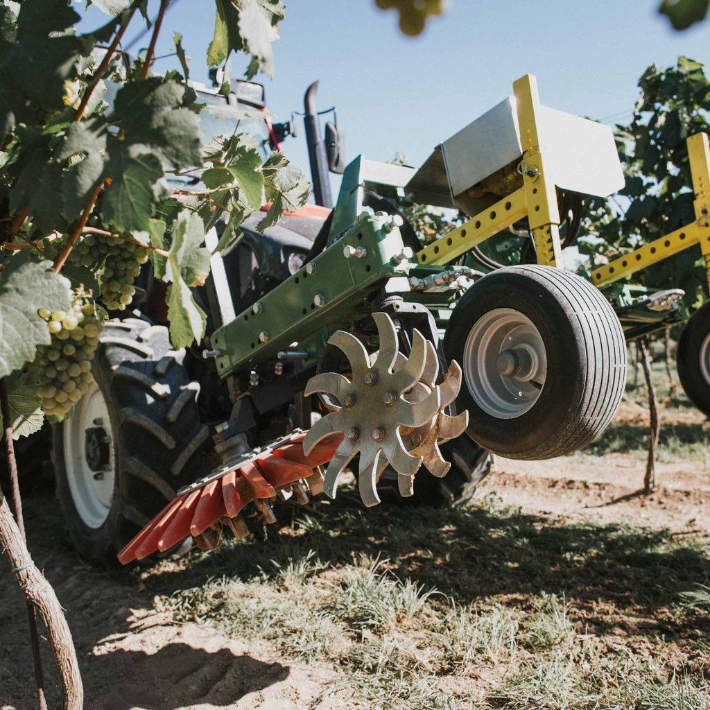 CFS Landtechnik Vinox System für Unterstockpflege von Cross Farm Solution