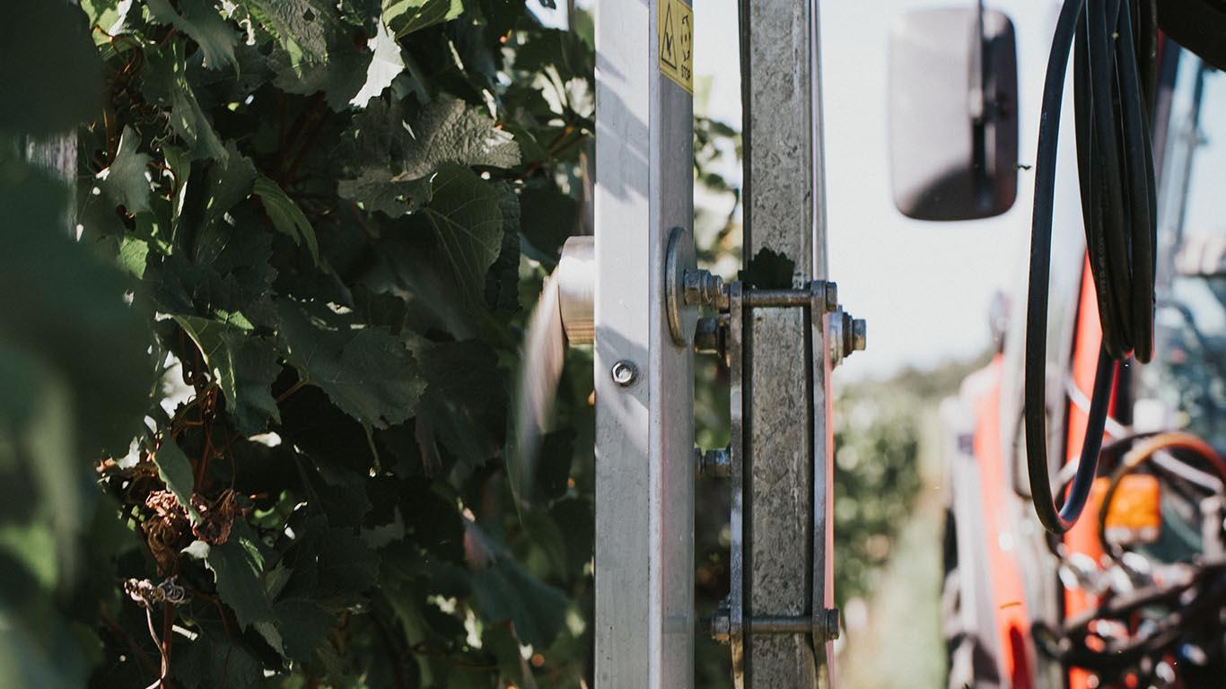 Produktbild_LaubschneiderCFS Cross Farm Solution Ueberzeile Einsatz Weingarten