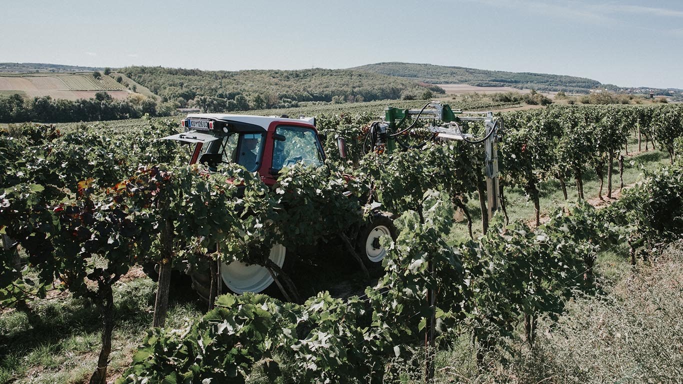 Produktbild_Laubschneider_CFS Cross Farm Solution Ueberzeile Einsatz Weingarten total