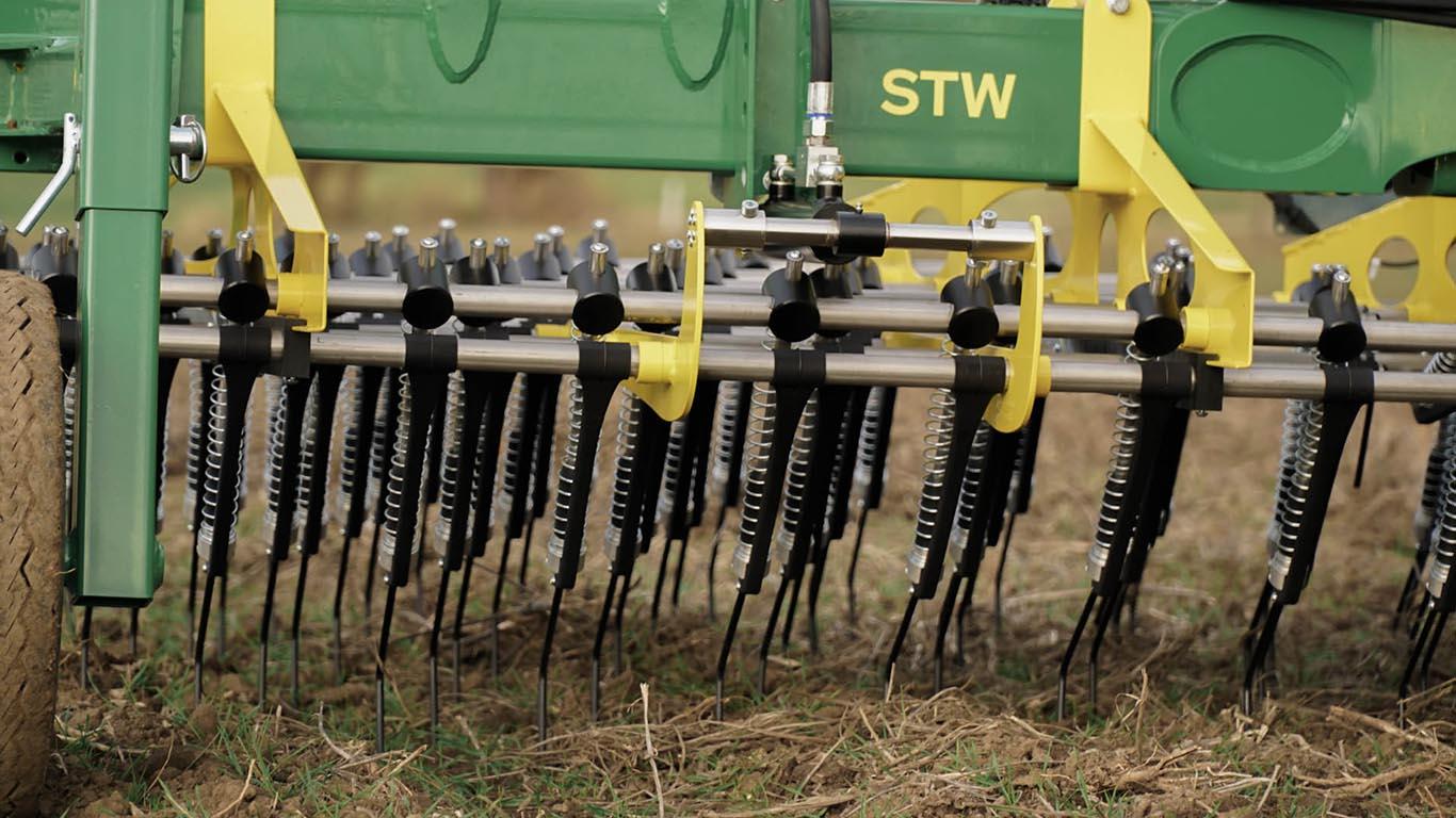 Gemuesekulturen_Striegel STW CFS Cross Farm Solution Konstantdruck Feder_Einsatz2