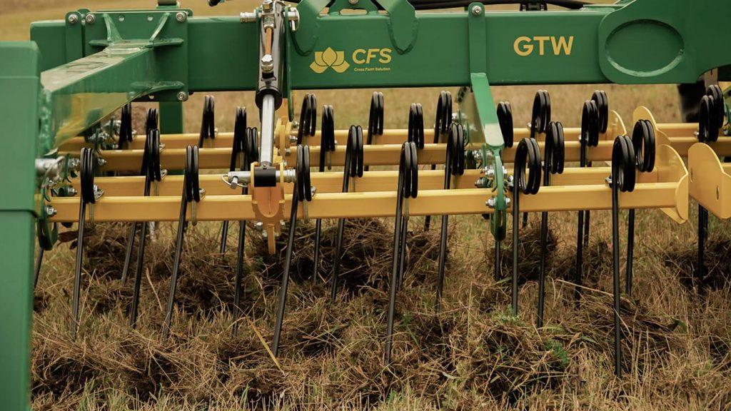 CFS Cross Farm Solution_Gruenlandstriegel GTW_Einsatz Striegel