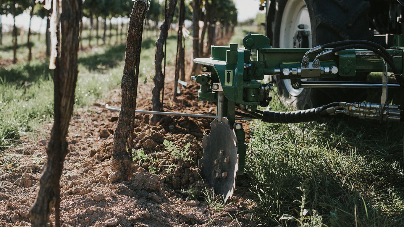 Unterstockpflege_Vinox Tasterkopf Weinbau_CFS Cross Farm Solution Einsatz